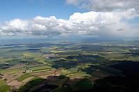 Deutschland, Mecklenburg- Vorpommern, zwischen Neustadt- Glewe und der Ostseeküste, Landschaft, Landwirtschaft, Cumulus, Schauer