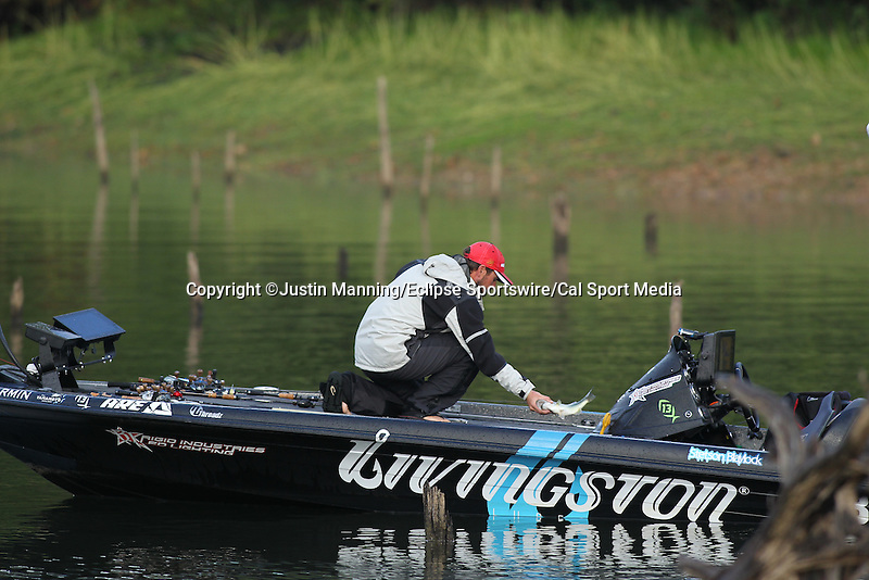 August 22, 2015: Stetson Blaylock with a fish on day three of the Forrest Wood Cup on Lake Ouachita in Hot Springs, AR. Justin Manning/ESW/CSM