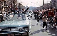 Jean BŽliveau et Robert Rousseau saluent la foule, 9 mai 1966