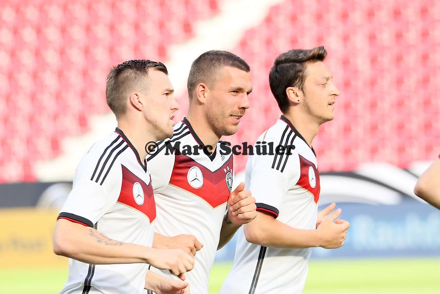 Kevin Großkreutz, Lukas Podolski und Mesut Özil (D) - Abschusstraining Nationalmannschaft in Mainz