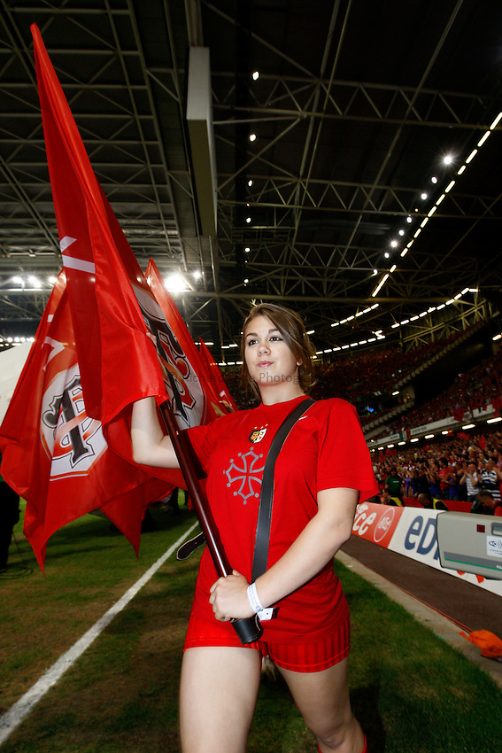 Photo: Richard Lane/Richard Lane Photography. .Munster v Toulouse. Heineken Cup Final. 24/05/2008. .Toulouse flag bearer.