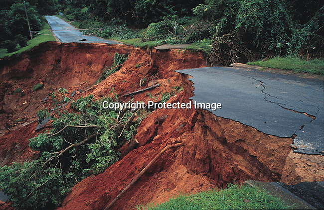 EIFLOOD21050.Environmental Issues Floods. Northern Province. Road damaged by excessive rains and flooding; road washed away.2/2000..©Per-Anders Pettersson/iAfrika Photos