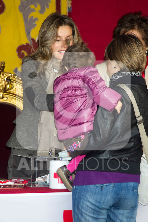 MADRID (25/10/2010).- Princess Letizia attended the red cross fundraising day (Dia de la Banderita)...Photo: Cesar Cebolla / ALFAQUI