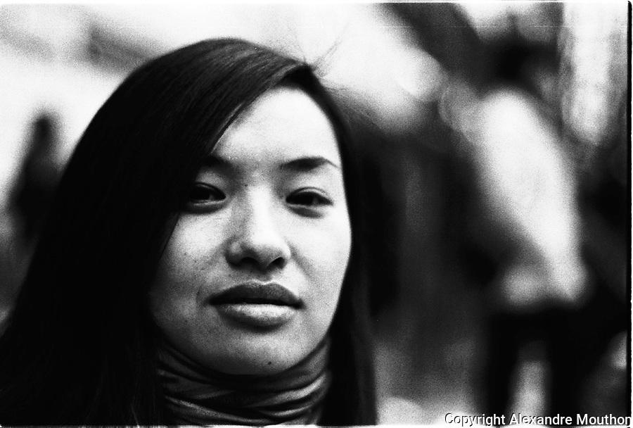 Portrait d'une jeune femme chinoise, immigrée clandestine à Paris.