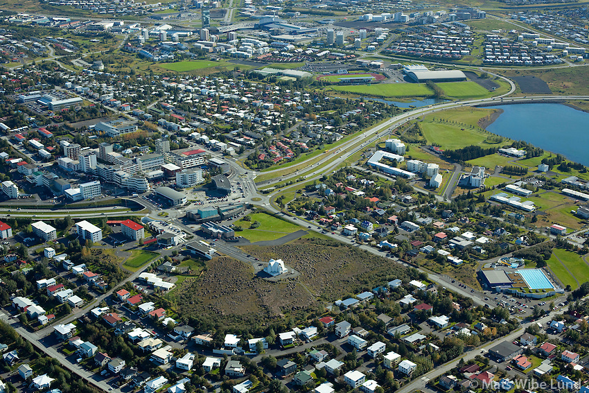 Kópavogur miðbær séð til suðausturs / Kopavogur centruym viewing southeast.