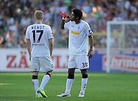 FUSSBALL   1. BUNDESLIGA  SAISON 2011/2012   8. Spieltag   01.10.2011 SC Freiburg - Borussia Moenchengladbach         Dante (re, Borussia Moenchengladbach) nachdenklich und Oscar Wendt (Borussia Moenchengladbach)