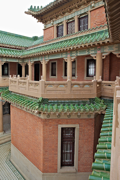 Large balcony facing the internal courtyard.