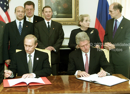 United States President Bill Clinton and President Vladimir Putin of Russia sign Strategic Stability Cooperation Initiative in New York, New York on September 6, 2000..Credit: The White House / CNP