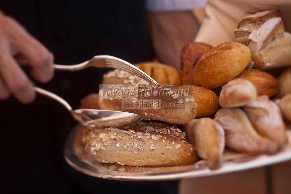Europe/France/Provence-Alpes-Côte d'Azur/06/Alpes-Maritimes/Beaulieu-sur-Mer: Hôtel: La Réserve de Beaulieu - le restaurant - Service des spains