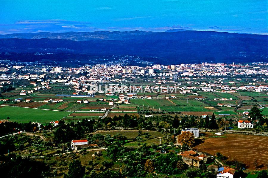 Cidade em Traz os Montes, Portugal. 1999. Foto de Juca Martins.