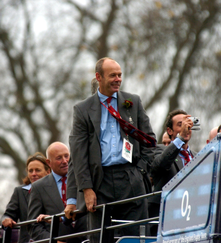 Photo: Richard Lane..England Rugby Rugby World Cup Victory Parade in London. 08/12/2003..Clive Woodward.
