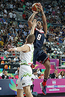 Slovenia's Edo Muric (l) and USA's DeMar Derozan during 2014 FIBA Basketball World Cup Quarter-Finals match.September 9,2014.(ALTERPHOTOS/Acero)