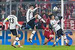 20.02.2018, Allianz Arena, Muenchen, GER, UEFA CL, FC Bayern Muenchen (GER) vs Besiktas Istanbul (TUR), Achtelfinale, im Bild  kampf vor dem Tor zwischen Robert Lewandowski (FCB #9) erhaelt die gelbe karte fuer den kampf mit Gary Medel (Besiktas #12) mit Pepe (Besiktas #5) Atiba Hutchinson (Besiktas #13) <br /> <br /> Foto © nordphoto / Straubmeier