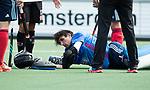 AMSTELVEEN -  Botsing tussen keeper Camille van Emstede (Tilburg) en Billy Bakker (A'dam) tijdens Amsterdam-Tilburg (4-2), competitie Hoofdklasse hockey heren   (2017-2018) . COPYRIGHT KOEN SUYK