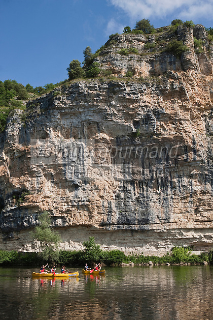Europe/Europe/France/Midi-Pyrénées/46/Lot/Gluges: Descente de la vallée de la Dordogne en canoé, devant les falaises de Gluges [Autorisation : 2011-101] [Autorisation : 2011-102] [Autorisation : 2011-103] [Autorisation : 2011-104] [Autorisation : 2011-105]