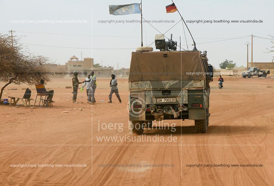 MALI, Gao, Minusma UN mission, german army Bundeswehr on patrol with Eagle armored vehicle in Gao city, FAMa malian army checkpost / Deutsche Bundeswehr UN Mission Minusma in Mali, Patrouille mit gepanzertem Fahrzeug Eagle Mowag  in Gao