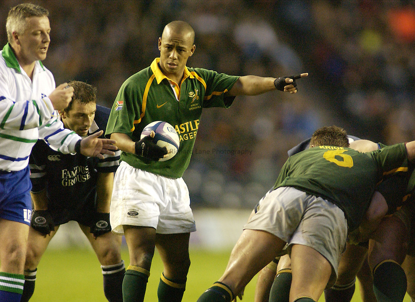 Photo. Jed Wee.Scotland v South Africa, Rugby Union International, Murrayfield, Edinburgh, Scotland. 16-11-2002..South Africa scrum half Johannes Conradie.