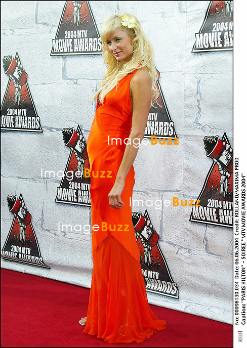 """PARIS HILTON"" - SOIREE ""MTV MOVIE AWARDS 2004"" PIED"" FEMININ ROBE SEXY DECOLLETE ORANGE"