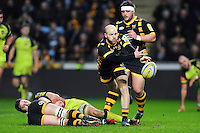 Joe Simpson of Wasps passes the ball. Aviva Premiership match, between Wasps and Leicester Tigers on January 8, 2017 at the Ricoh Arena in Coventry, England. Photo by: Patrick Khachfe / JMP