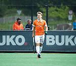 BLOEMENDAAL   - Hockey - Valentin Verga (A'dam) heeft de stand op 0-3 gebracht.  teleurstelling bij Jasper Brinkman (Bldaal) .  3e en beslissende  wedstrijd halve finale Play Offs heren. Bloemendaal-Amsterdam (0-3).     Amsterdam plaats zich voor de finale.  COPYRIGHT KOEN SUYK