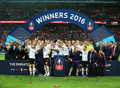 21.05.2016. Wembley Stadium, London, England. The Emirates FA Cup Final. Manchester United versus Crystal Palace. Manchester United receive The FA Cup Winners Trophy and celebrate.