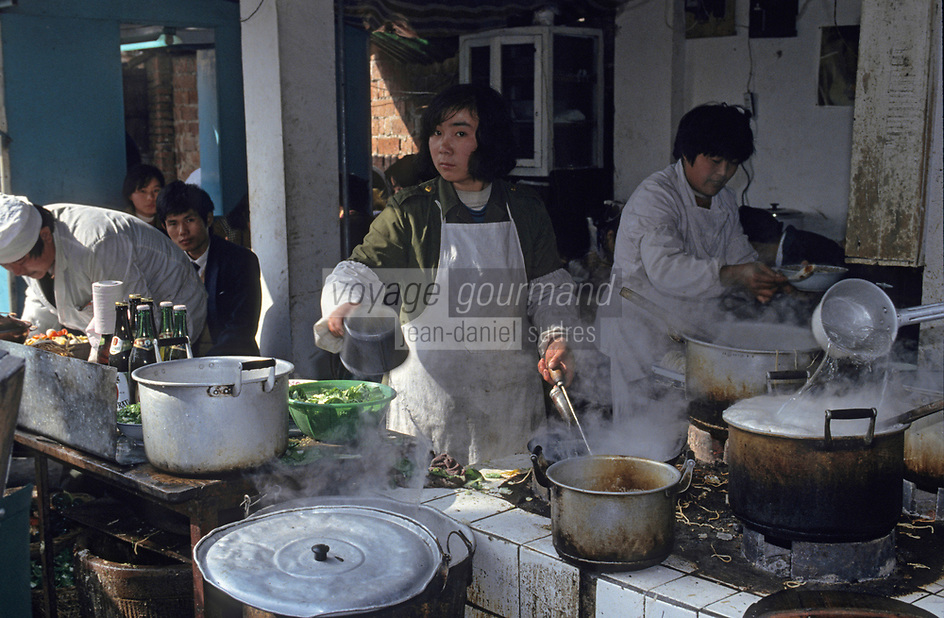 Asie/Chine/Jiangsu/Nankin/Quartier du temple de Confucius : Le marché - Restaurant de rue<br /> PHOTO D'ARCHIVES // ARCHIVAL IMAGES<br /> CHINE 1990