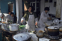 Asie/Chine/Jiangsu/Nankin/Quartier du temple de Confucius&nbsp;: Le march&eacute; - Restaurant de rue<br /> PHOTO D'ARCHIVES // ARCHIVAL IMAGES<br /> CHINE 1990