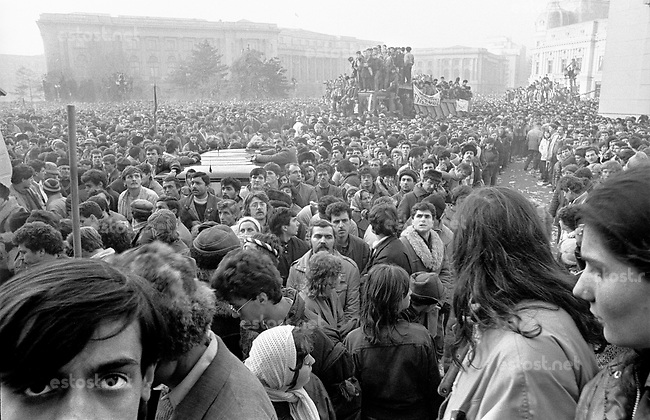 ROMANIA, Revolution Square, Bucharest, 22.12.1989.People on the Revolution square after Ceausescu's escape..© Andrei Pandele / EST&OST