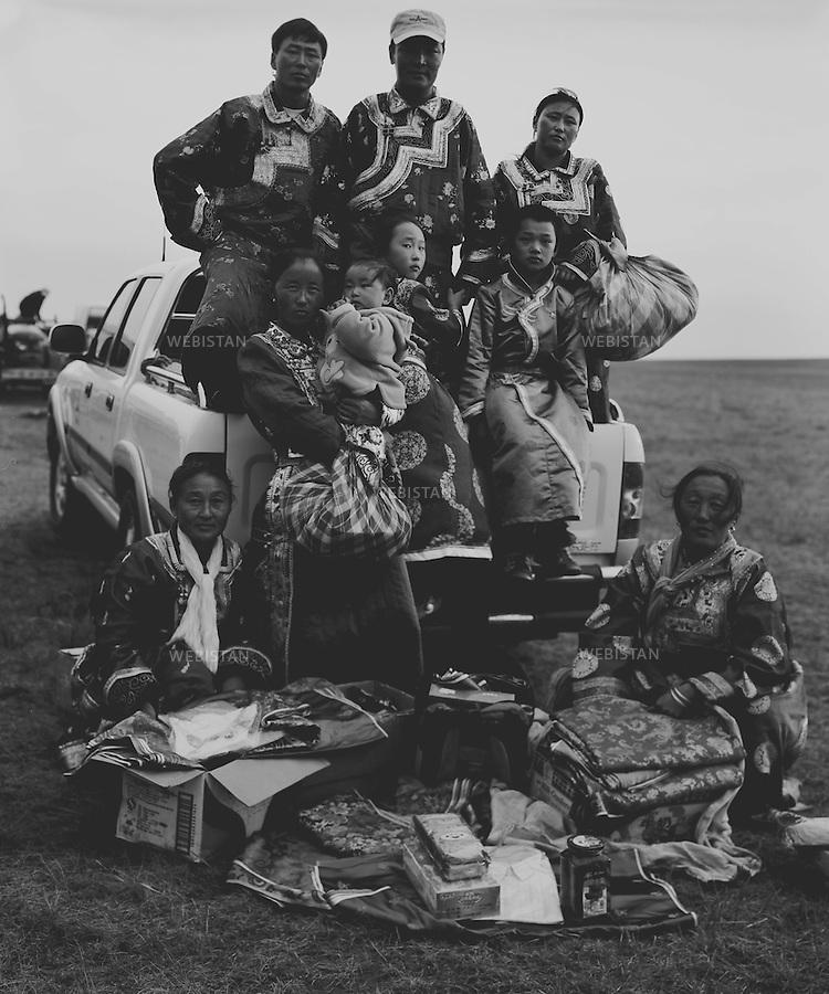 Inner Mongolia. 2008: The people in the sacrificial rite to gods<br /> <br /> Mongolie interieure. 2008: Groupe de gens lors d un rite sacrificiel aux dieux