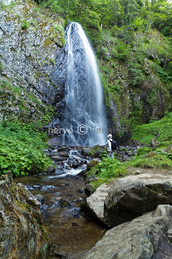 France, Puy-de-Dôme (63), Parc naturel régional des volcans d'Auvergne, massif du Sancy, Le Mont-Dore, cascade du Queureuilh // France, Puy de Dome, Parc Naturel Regional des Volcans d'Auvergne (Auvergne Volcanoes Natural Regional Park), Massif of Sancy, Le Mont Dore, waterfall of Queureuilh