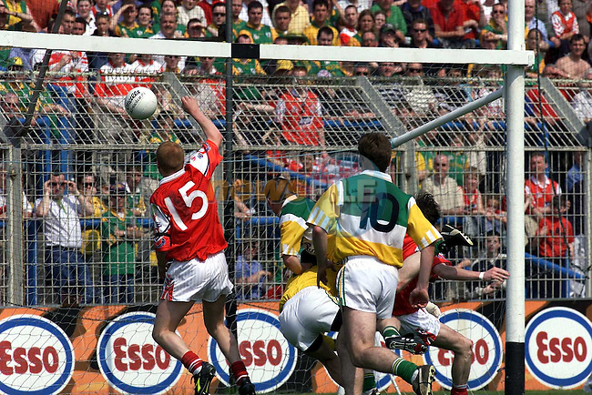 Action from the Louth v Offaly  match in Croke Park.John Paul Rooney slaps the Ball into the Net.Pic Fran Caffrey Newsfile..Camera:   DCS620C.Serial #: K620C-01974.Width:    1152.Height:   1728.Date:  6/5/00.Time:   18:36:36.DCS6XX Image.FW Ver:   3.0.9.TIFF Image.Look:   Product.Antialiasing Filter:  Removed.Tagged.Counter:    [4211].Shutter:  1/400.Aperture:  f6.3.ISO Speed:  400.Max Aperture:  f2.8.Min Aperture:  f22.Focal Length:  300.Exposure Mode:  Manual (M).Meter Mode:  Color Matrix.Drive Mode:  Continuous High (CH).Focus Mode:  Single (AF-S).Focus Point:  Center.Flash Mode:  Normal Sync.Compensation:  +0.0.Flash Compensation:  +0.0.Self Timer Time:  5s.White balance: Custom.Time: 18:36:36.232.