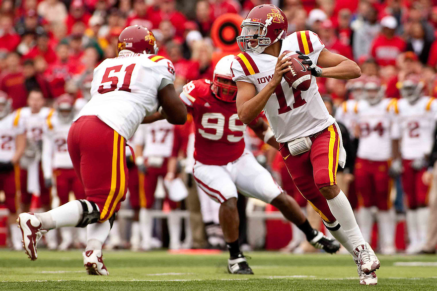 24 October 2009: Iowa State quarterback Jerome Tiller dropping back to pass against Nebraska at Memorial Stadium, Lincoln, Nebraska. Iowa State defeats Nebraska 9 to 7.