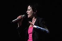***ATENÇÃO EDITOR FOTO DE ARQUIVO DE 29/01/2010*** - Dolores O'Riordan morreu afogada em uma banheira após intoxicação alcoólica, segundo o laudo divulgado nesta quinta-feira (6), dia em que ela completaria 47 anos. A vocalista o grupo The Cranberries morreu em 15 de janeiro aos 46 anos e a causa da morte era considerada acidental. Na foto O'Riordan durante apresentação na cidade de São Paulo no Brasil em 29 de janeiro de 2010. (Foto: William Volcov/Brazil Photo Press)