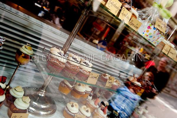 A shop window of a cake shop in Antwerp (Belgium, 12/04/2011)