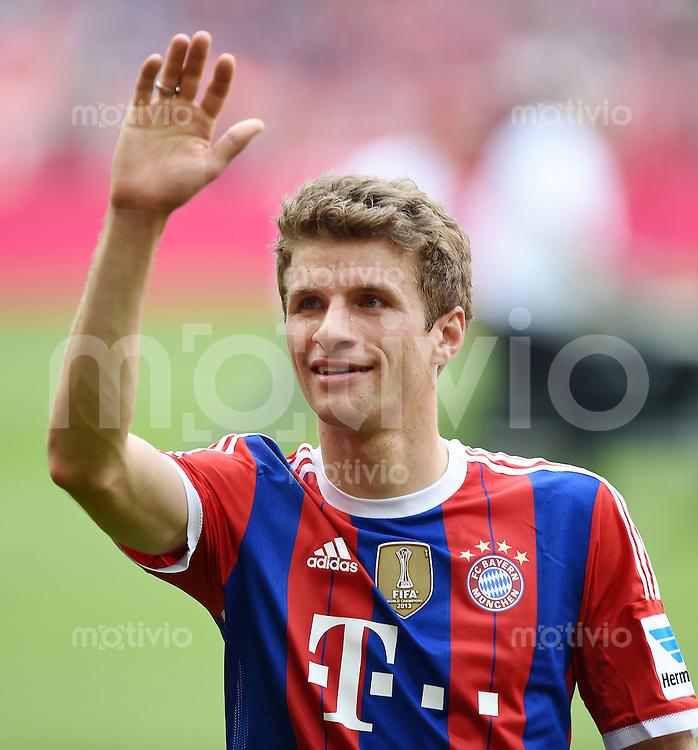 FUSSBALL   1. BUNDESLIGA   SAISON 2013/2014  34. SPIELTAG FC Bayern Muenchen - VfB Stuttgart             10.05.2014 Der FC Bayern feiert die 24. Deutsche Meisterschaft: Thomas Mueller