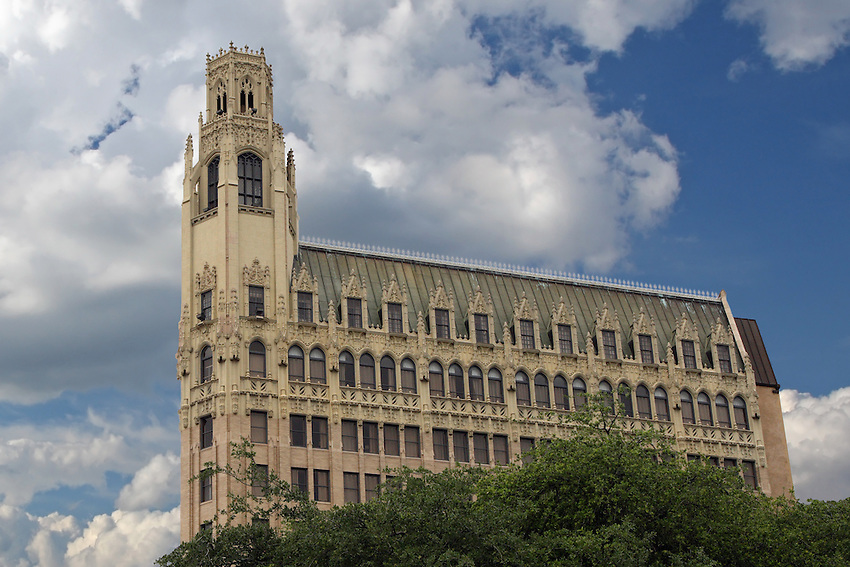 Architect Ralph Cameron designed the 13-story tower of reinforced concrete with glazed terra cotta at the three lower and three upper stories. The building's distinctive form and ornamentation are influenced by the Gothic revival that was the fashionable mode for skyscrapers nationwide in the 1920s.