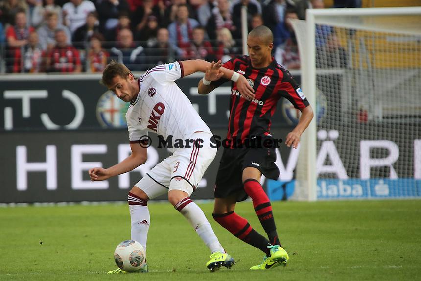 Tomas Pekhart (Nürnberg) gegen Bamba Anderson (Eintracht) - Eintracht Frankfurt vs. 1. FC Nuernberg,