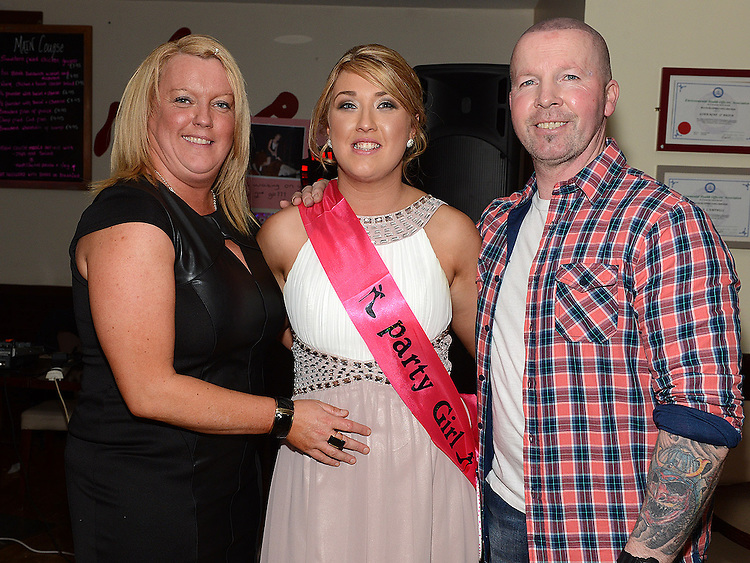 Lynn O'Halloran celebrating her 21st birthday in Nano Reids with parents Colm and Alison. Photo:Colin Bell/pressphotos.ie