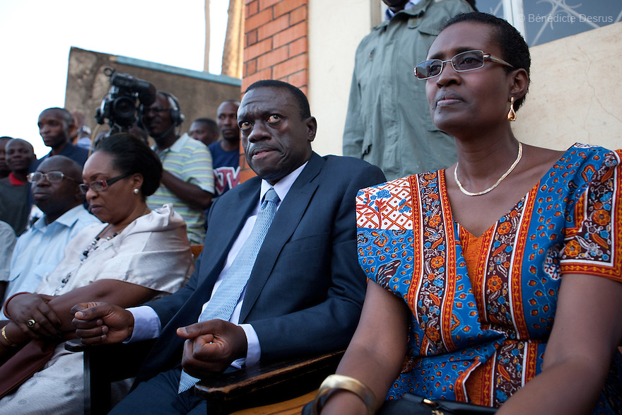 february 19, 2011 - Kampala, Uganda - Presidential candidate Kizza Besigye (2nd R) of Uganda's four-party opposition coalition, Inter-Party Cooperation (IPC), is flanked by his wife Winnie Byanyima (R) as he addresses a news conference in the capital Kampala. Veteran leader Yoweri Museveni was on course to extend his rule to 30 years after provisional results on Saturday gave him a commanding lead, but the opposition said the presidential election had been fixed. Besigye said huge sums had been used to buy votes, bribe polling agents, candidates in the simultaneous parliamentary election, and electoral officials. But he stopped short of categorically rejecting the result. Photo credit: Benedicte Desrus