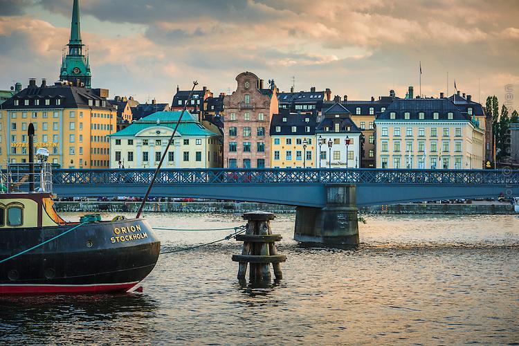 Skeppsholmsbron med Gamla stan Stockholm i bakgrunden.