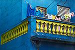 Roupa no varal em sacada de casa, bairro Bela Vista ou Bexiga. Sao Paulo. 2017. Foto © Juca Martins.