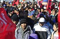 BUENOS AIRES, ARGENTINA, 26.06.2013. Organizações sociais bloco Ponte Pueyrredón, no 11 º aniversário do assassinato de Dario Santillán e Maximiliano Kosteki, morto pela polícia durante a crise de 2001/2002. No Centro de Buenos Aires, capital da Argentina nesta quarta-feira, 26. (FOTO: PATRICIO MURPHY / BRAZIL PHOTO PRESS).