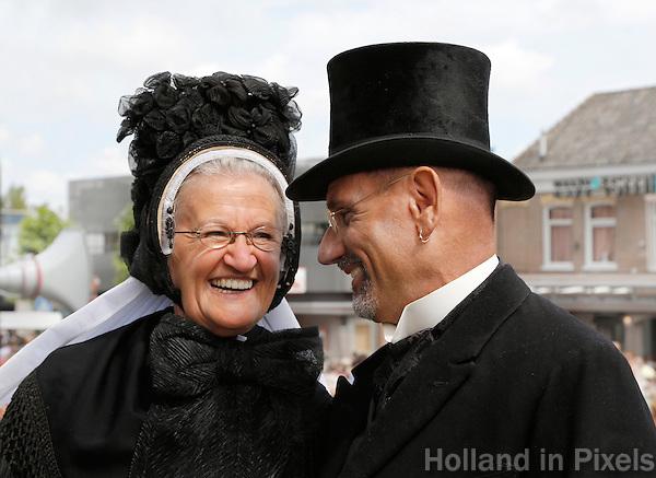 Westfriese Folkloredagen in Schagen. Sinds 1953 organiseert de Stichting ter Bevordering van de West-Friese Folklore de 10 West-Friese donderdagen. Deze donderdagen staan in het teken van o.a. leven, werken en kleden anno 1910. Klederdrachtdag. Klederdracht uit Oldebroek