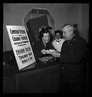 43 Rue des Tourneurs à Toulouse. 16 octobre 1952. Vue de Monsieur Escudier gagnant de la Loterie Nationale.