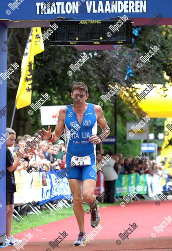 2007-06-24 / Triathlon / Europees kampioenschap triathlon Brasschaat / Elite male / Gabriele Pertusati komt als 4de over de finish
