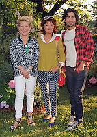 Susan Sarandon, Adrian Grenier and Bette Midler attending Bette Midler's New York Restoration Project's 11th annual Spring Picnic on The Cloisters Lawn at Fort Tryon Park in New York, 31.05.2012...Credit: Rolf Mueller/face to face /MediaPunch Inc. ***FOR USA ONLY***