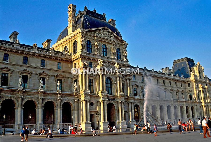 Museu Nacional do Louvre em Paris. França. 1993. Foto de Dudu Cavalcanti.