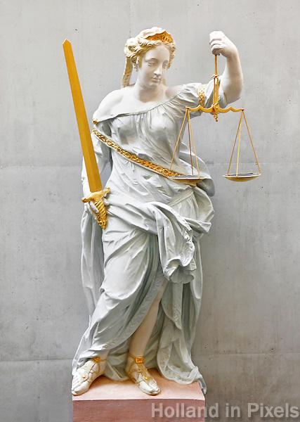 Beeld van Vrouwe  Justitia in de rechtbank van Groningen