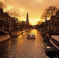 Netherlands, North Holland, Amsterdam: Prinsengracht canal in Winter sunset | Niederlande, Nordholland, Amsterdam: Prinsengracht im Sonnenuntergangslicht im Winter