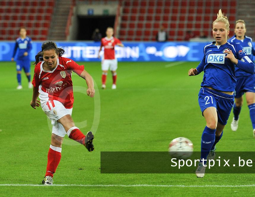 UEFA Women's Champions League: Standard de Liege v Turbine Potsdam ; Round of 32, First leg - 26/09/2012 - 19:00 CET - Stade Maurice Dufrasne - Liege :.Vanity Lewerissa met het schot voor Tabea Kemme.foto JOKE VUYLSTEKE / Vrouwenteam.be